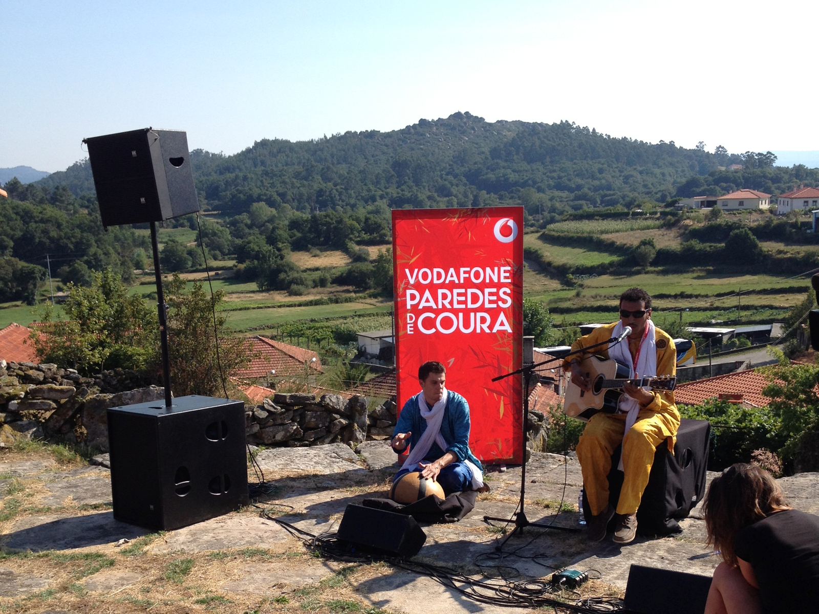 vodafone music sessions o cartaz secreto do vodafone mexefest. Black Bedroom Furniture Sets. Home Design Ideas