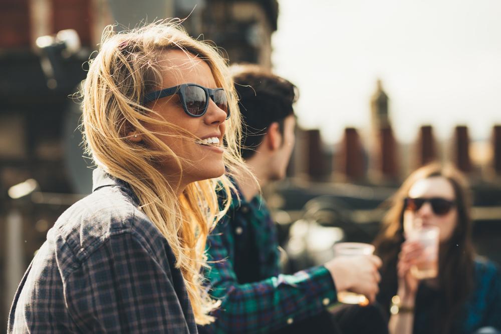 Graças a uma nova start-up, chamada Tens, bem podes deixar de sonhar  estão  aí os óculos de Sol que embelezam a tua vida. 1fc7e0ad4a