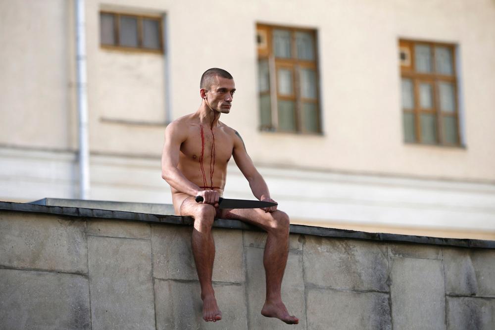 pavlensky_protestoorelha_02