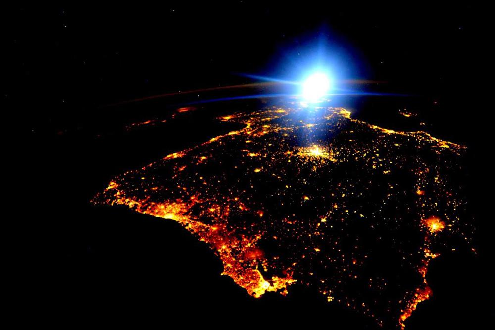 Resultado de imagem para portugal visto do espaço