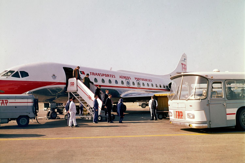 Chegada do Sud Aviation SE-210 Caravela ao Aeroporto de Lisboa, avião que entrou ao serviço da companhia TAP (Transportes aéreos portugueses) em 1962.