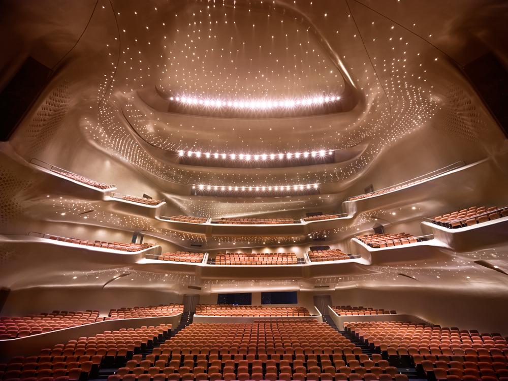 O interior da Ópera de Guangzhou.