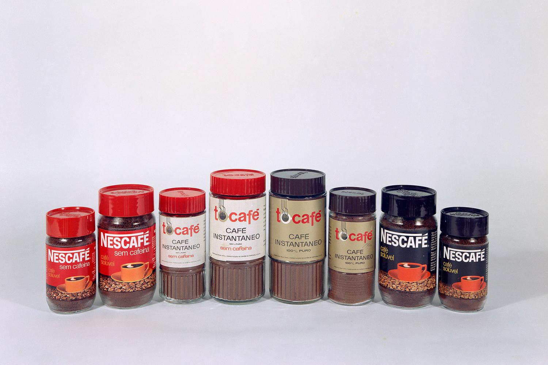 Fotografia de produto de cafés, de marcas como a Nescafé e a Tocafé.
