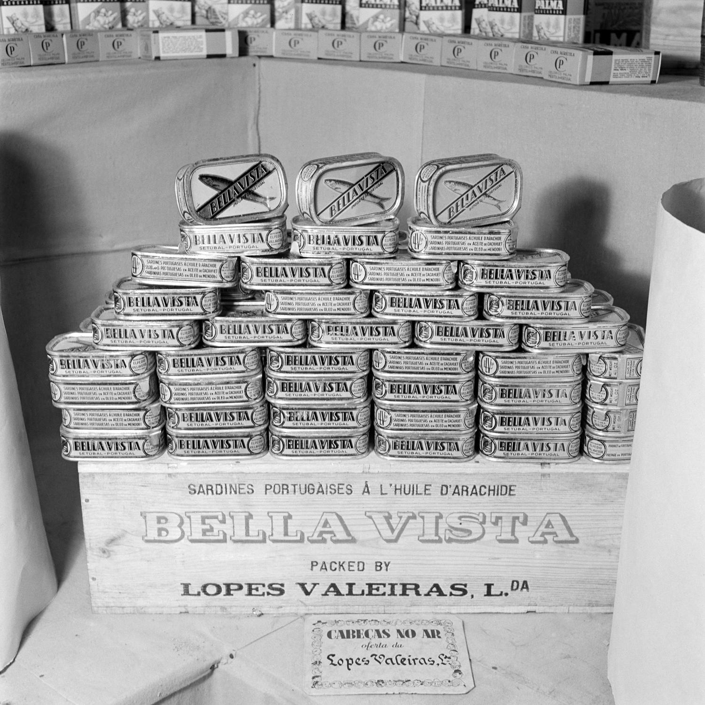 Expositor da Bella Vista, marca de conservas de sardinha.