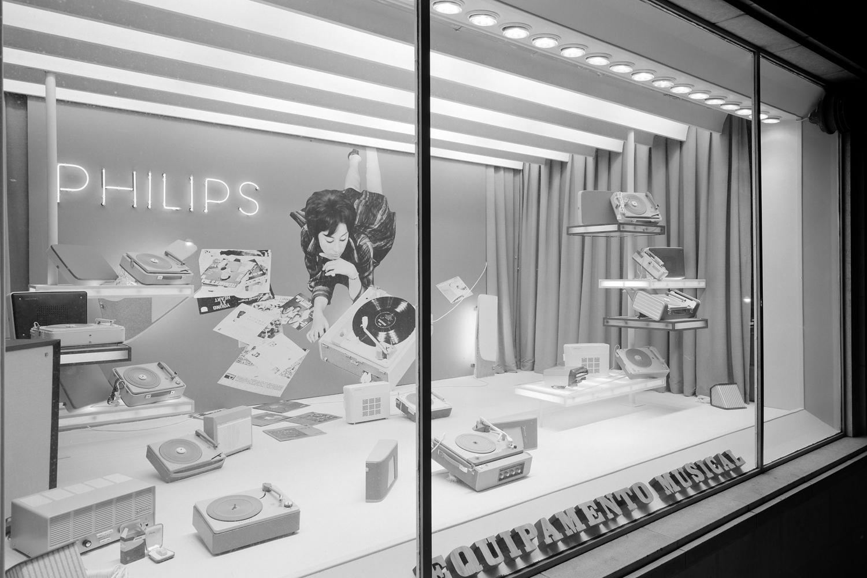 Monstra de uma loja de equipamento musical Phillips.