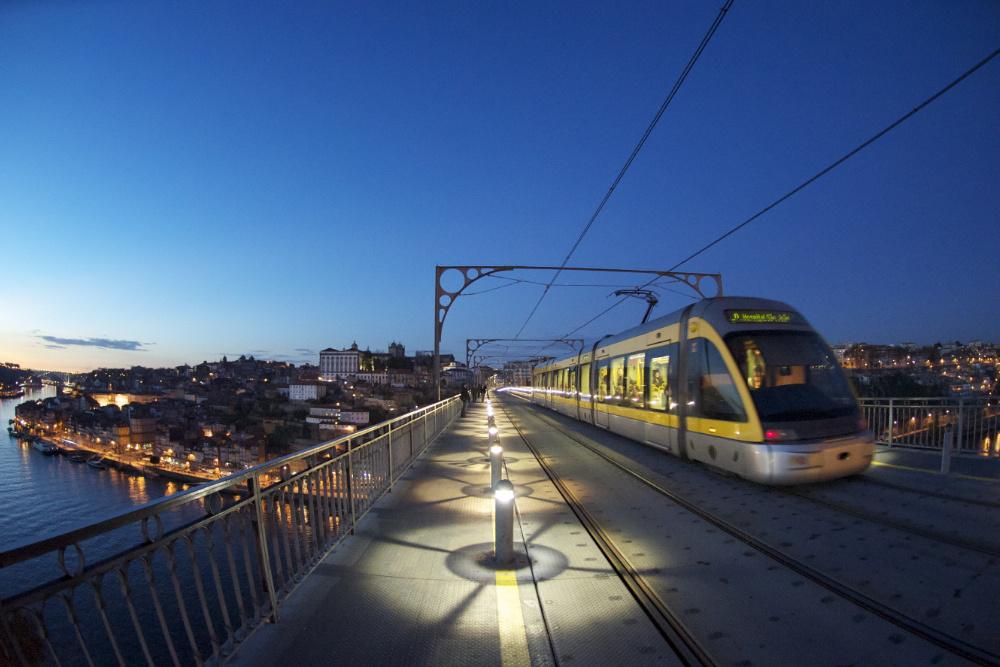 Metro on D. Luis Bridge