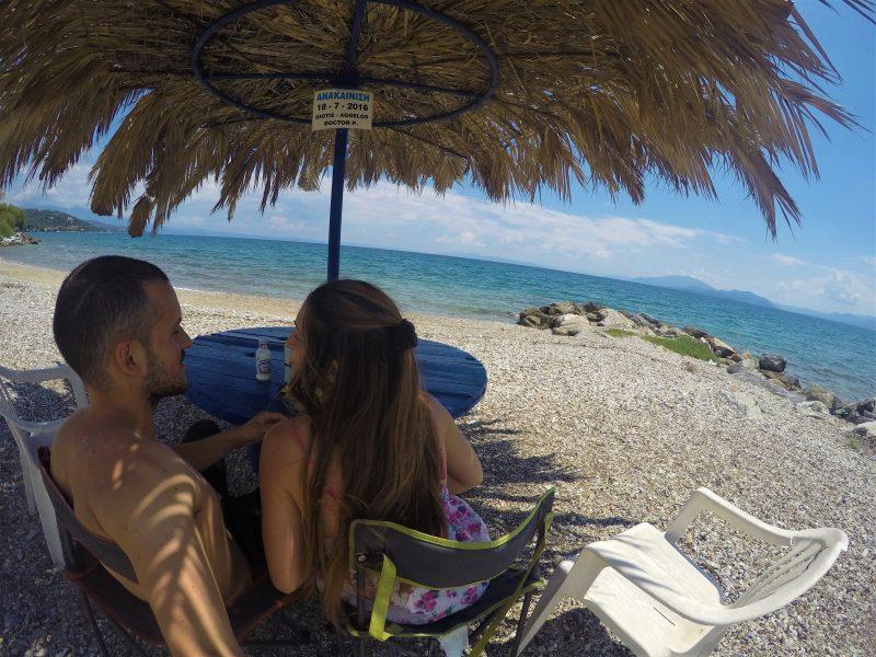 Praia na Grécia