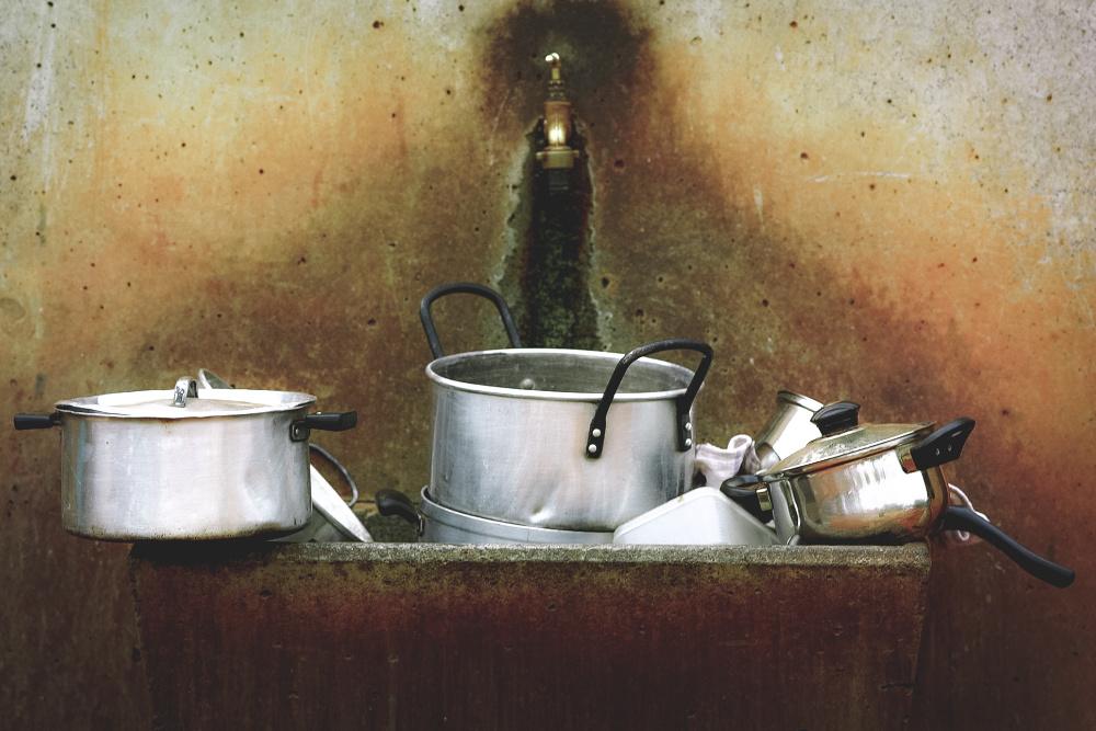 Estudantes do Porto sistema que lava loiça sem detergente