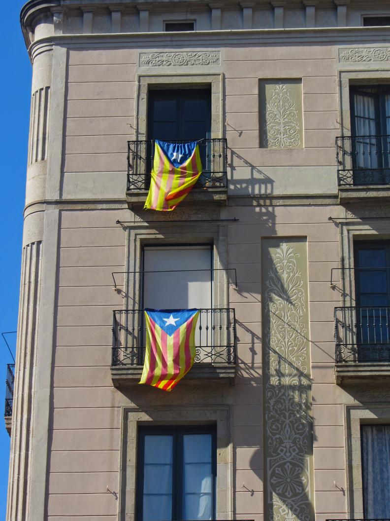 """A """"Estrelada"""" é um adorno comum nas varandas e janelas de Barcelona."""