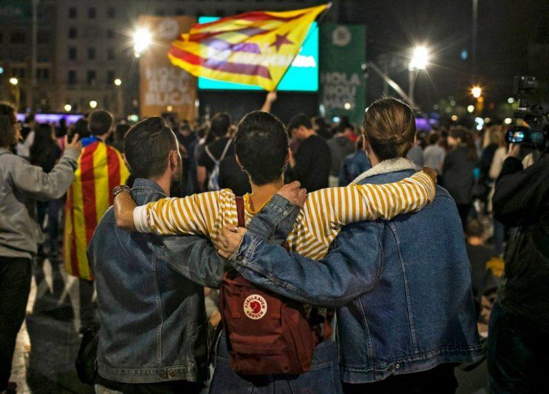 """Festejos na Praça da Catalunha, após o """"sim"""" vencer. Créditos: Santi Donaire/EPA"""
