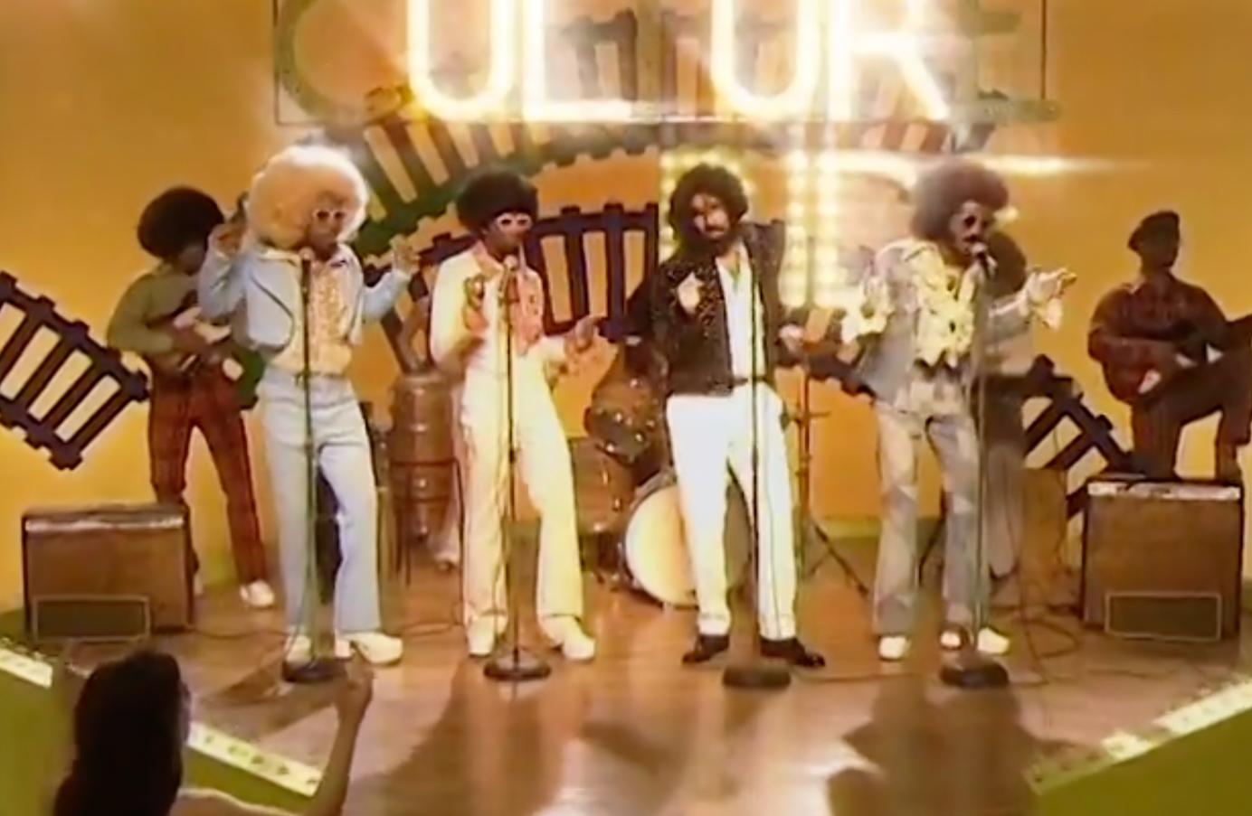 e8cd4a2a9 Migos e Drake viajam até aos anos 70 em novo videoclipe