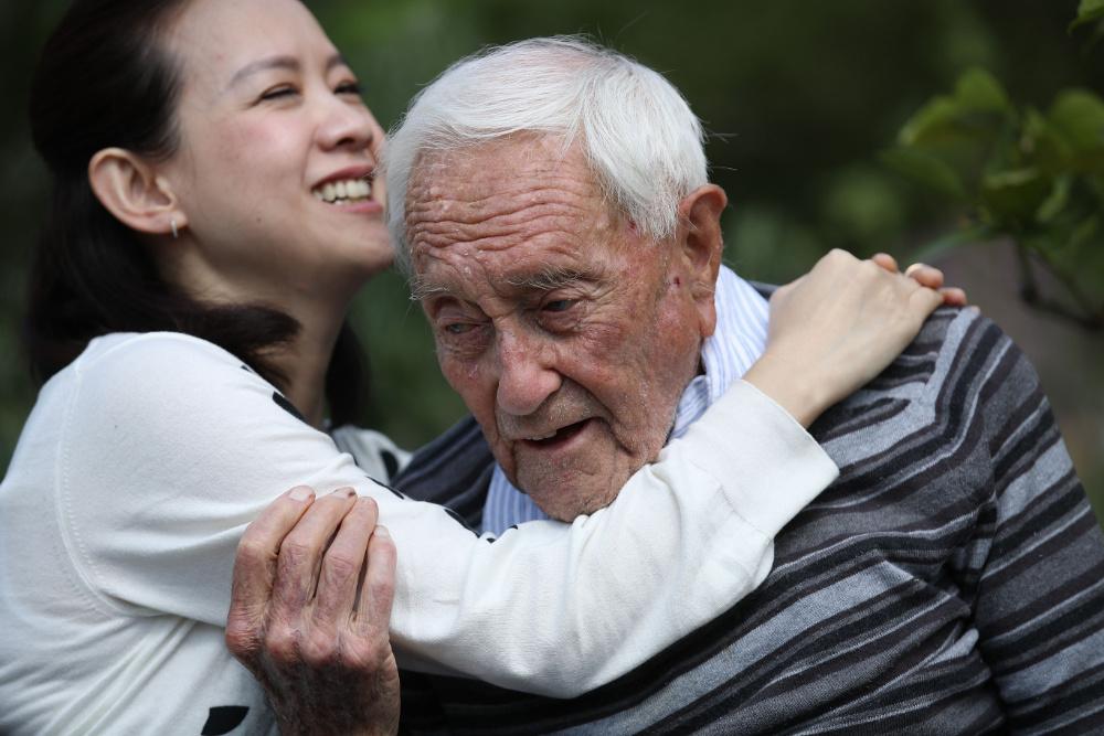 David Goodall, cientista australiano de 104 anos, viajou para a Suíça para se submeter a eutanásia