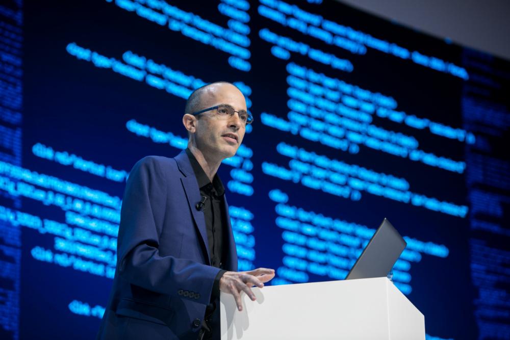 Yuval Noah no World Economic Forum (foto de Ciaran McCrickard/World Economic Forum)