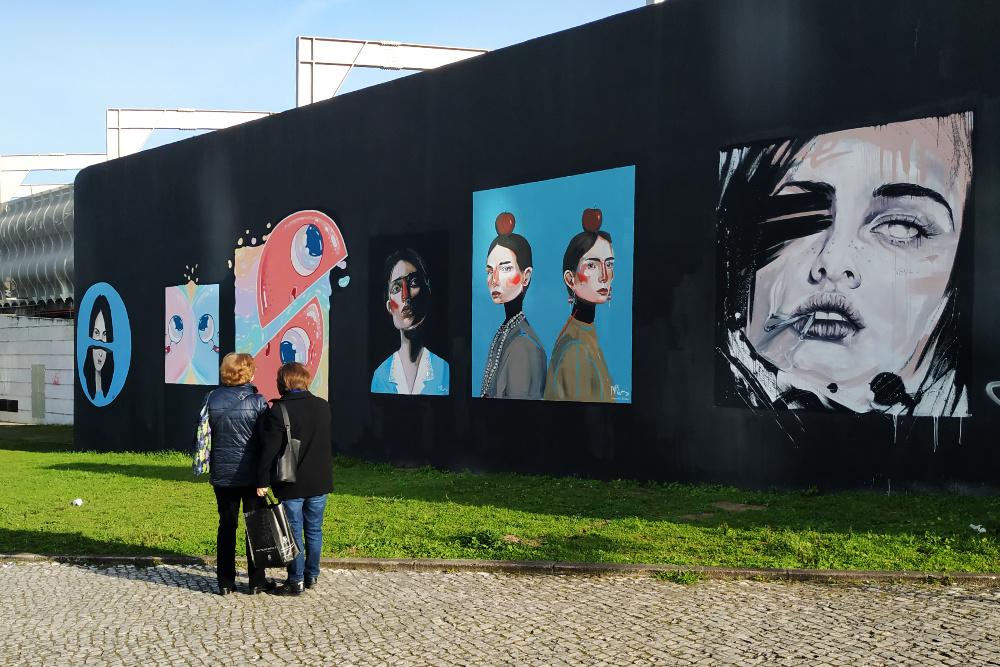 Estação de Entrecampos ganha mural de arte urbana pintado por mulheres